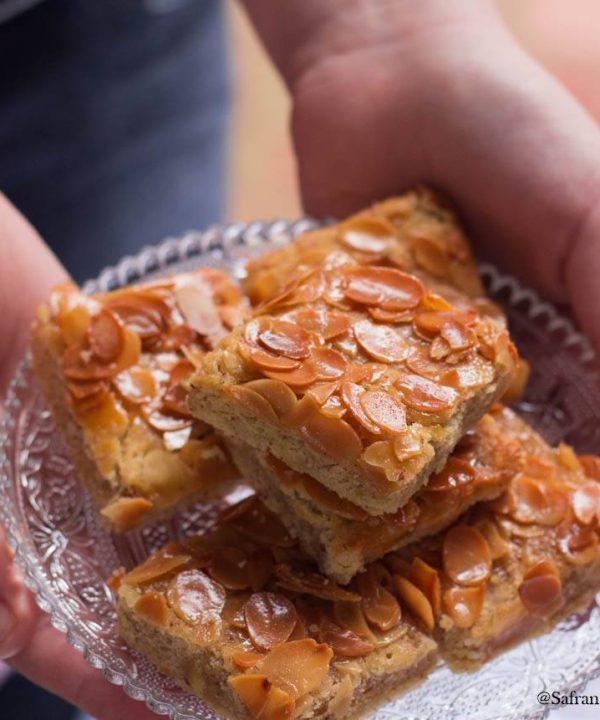 gâteau-au-miel-et-aux-amandes...jpg